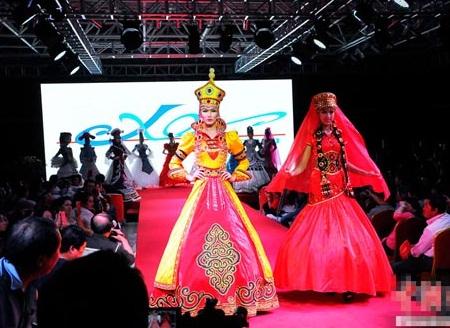 梁勇:让新疆民族服装服饰走向世界